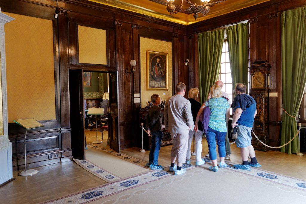 Wnętrza zamku w Nieświeżu można zwiedzać z audioprzewodnikiem