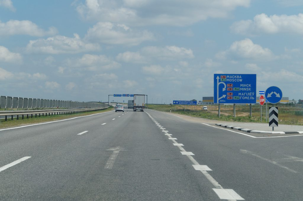 Białoruś posiada również sieć autostrad, szczególnie rozwinięta jest wokół Mińska
