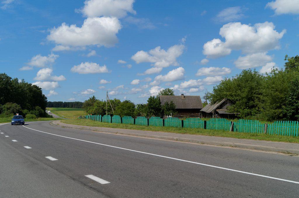 Przejazd przez Białoruś to prawdziwa przyjemność, mijamy pola, lasy, wioseczki