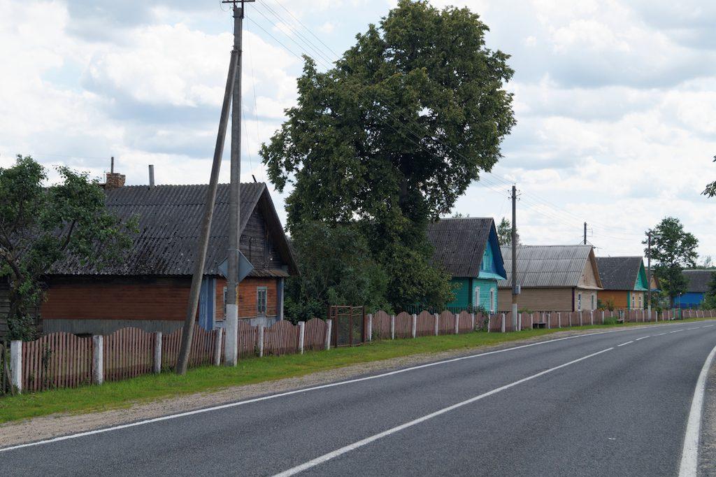 Drewniana zabudowa i kolorowe domki są nieodłącznym elementem krajobrazu wsi i małych miasteczek