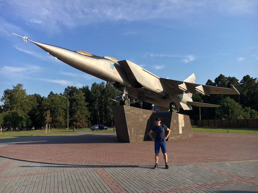 Na Białorusi znajdziemy również liczne pamiątki z czasów zimnej wojny - MiG-25 UB