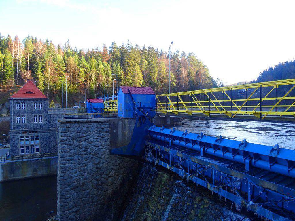 Zapora i elektrownia wodna Bobrowice I - Foto: Marek Budzyń