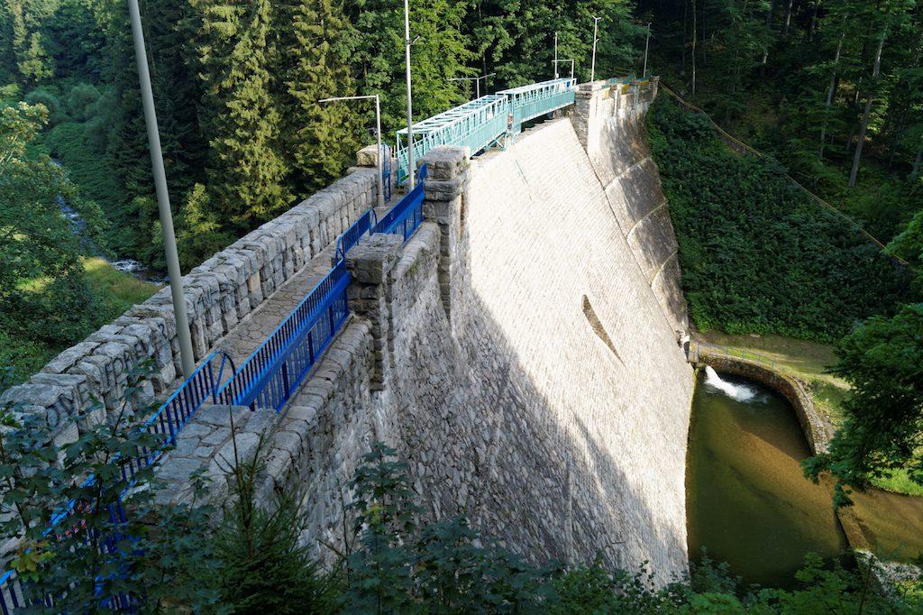 Zapora i suchy zbiornik w Międzygórzu