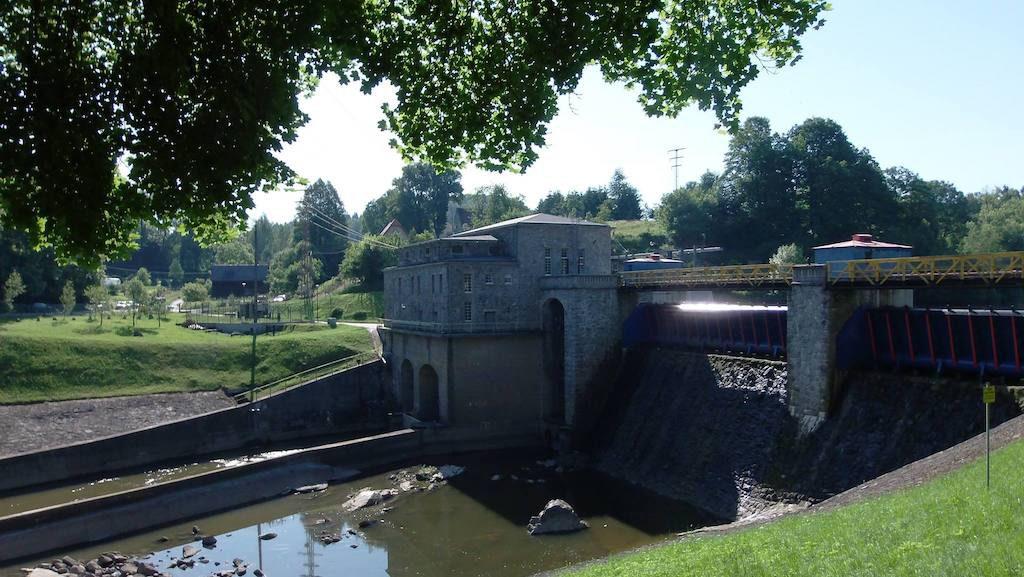 Zapora i elektrownia wodna Wrzeszczyn - Foto: Jan Wieczorek / dzikiesudety.blogspot.com