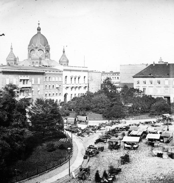 Plac gen. Tadeusza Kościuszki, w tle Nowa Synagoga (nie istnieje) - Hermann Krone, po 1863 roku