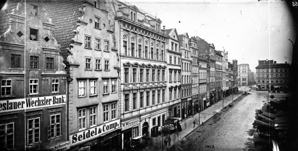 Południowa strona Rynku (Złotego Pucharu), w tle plac Solny - Hermann Krone, przed 1873 rokiem