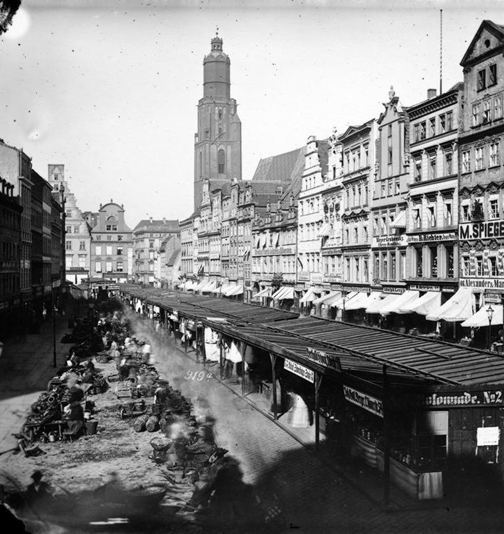 Północna strona Rynku (Targ Łakoci), po środku targowisko - Hermann Krone, po 1863 roku