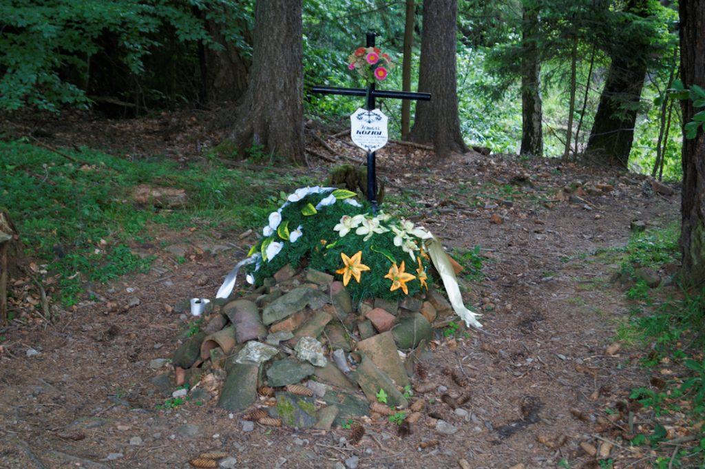 Symboliczny grób na Osówce