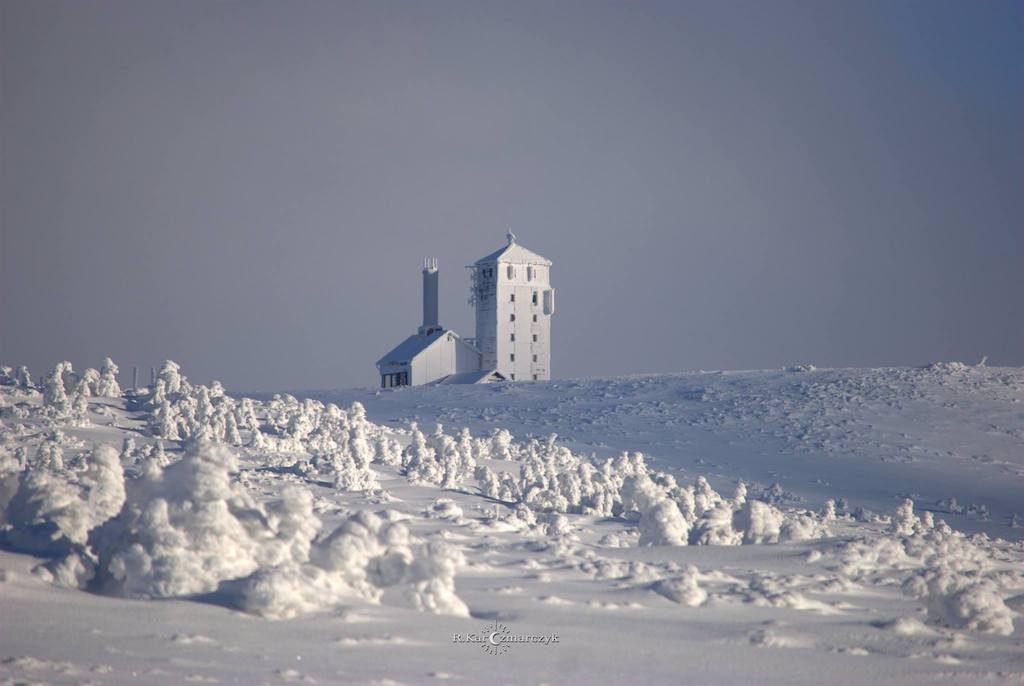Radiowo-Telewizyjny Ośrodek Nadawczy (RTON) na Śnieżnych Kotłach - Foto: Robert Karczmarczyk
