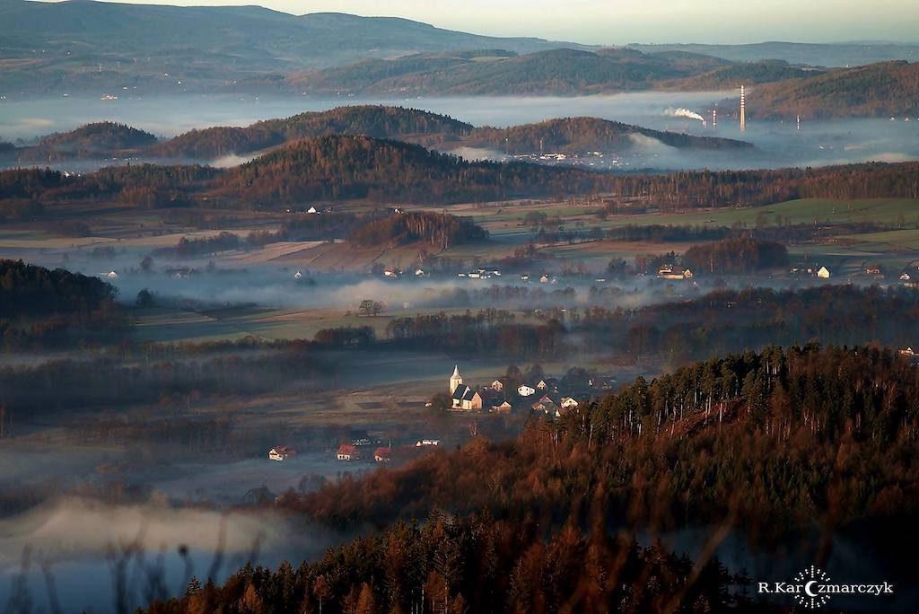 Widok z Góry Krzyżna w Górach Sokolich - Foto: Robert Karczmarczyk