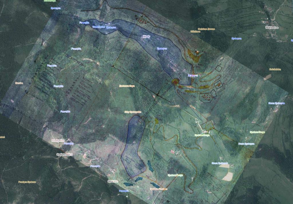 Plan budowy elektrowni szczytowo-pompowej w Młotach naniesiony na współczesne zdjęcie satelitarne Google Maps