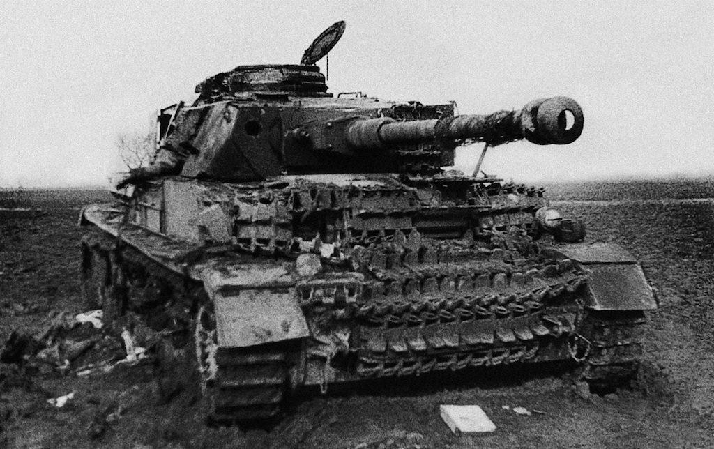Zniszczony czołg Pz.Kpfw.IV, gdzieś na przedpolach Wrocławia