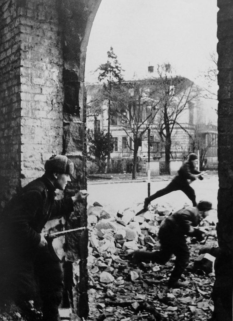 Żołnierze Armii Czerwonej, prawdopodobnie al. Hallera