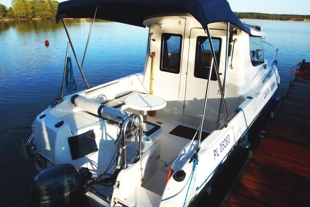 Jacht Quicksilver 650 - Przeznaczony jest dla 4 dorosłych osób, lub 3 osób dorosłych i 2 dzieci