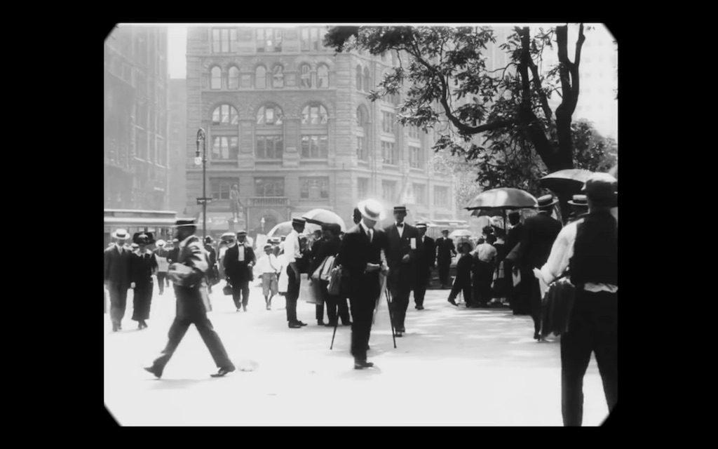 Kadr z filmu z 1911 roku - Ulice nowojorskiej metropolii na początku XX wieku