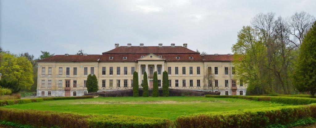 Pałac w Drogoszach – Źródło: atrakcje.mazury.pl