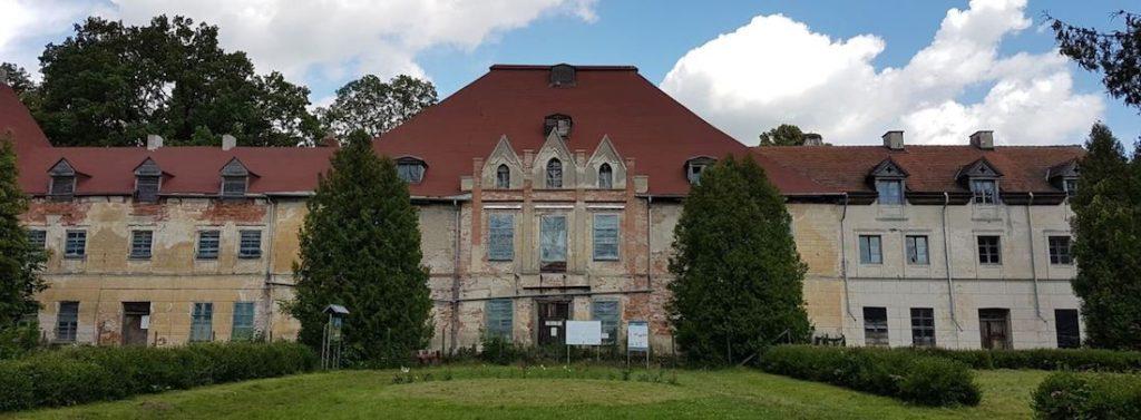 Pałac w Sztynorcie – Źródło: atrakcje.mazury.pl