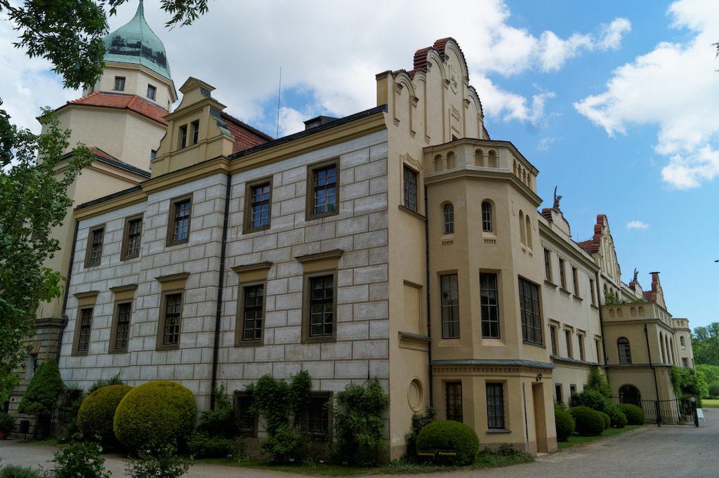 Zamek Častolovice, elewację częściowo pokrywa Sgraffito
