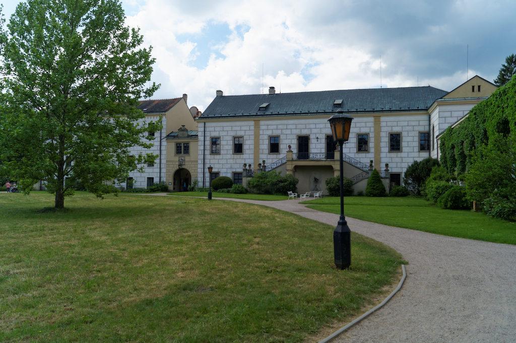 Przy Zamku Častolovice znajduje się również park i mini zoo