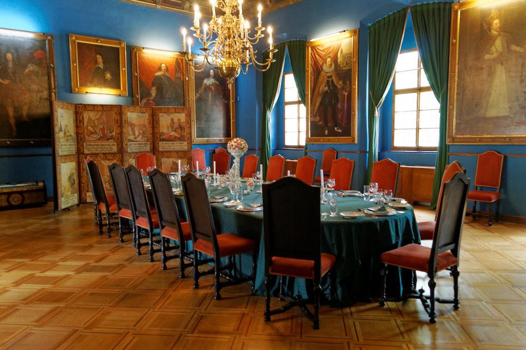 Wnętrza Zamku Častolovice, na ścianach portrety czeskich królów
