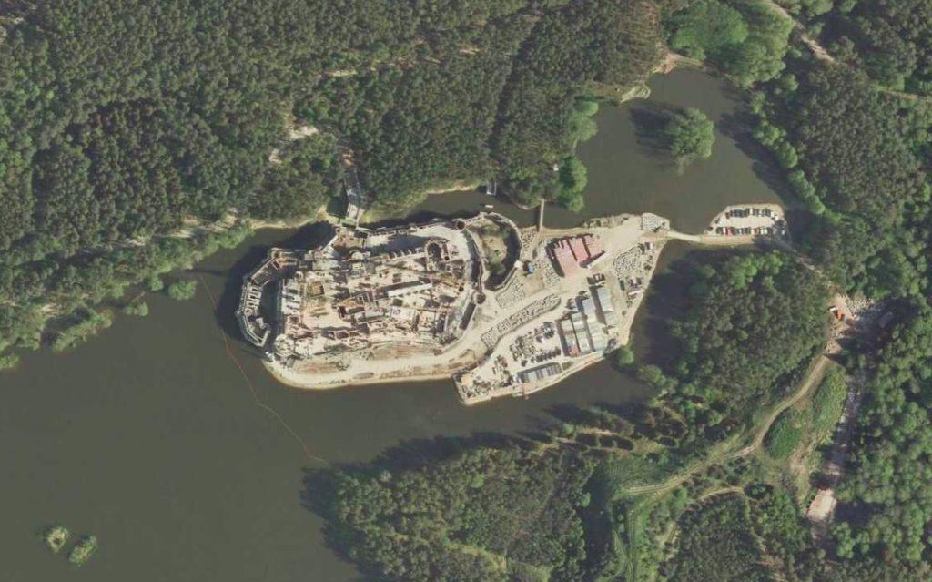 Budowa zagadkowego obiektu w Puszczy Noteckiej – Źródło: Geoportal.gov.pl
