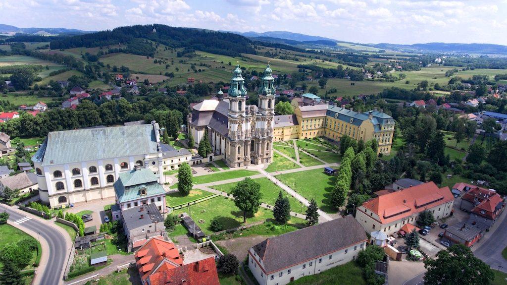 Pocysterskie opactwo w Krzeszowie – Sanktuarium Matki Bożej Łaskawej – Foto: Michał Jabłoński