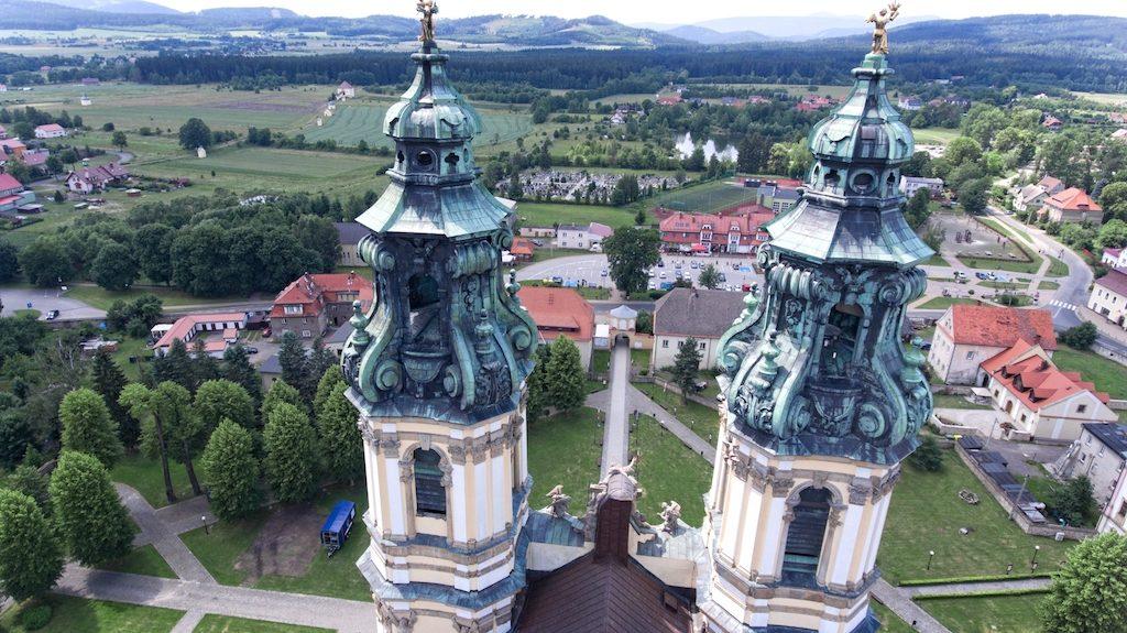 Wieże opactwa w Krzeszowie – Foto: Michał Jabłoński