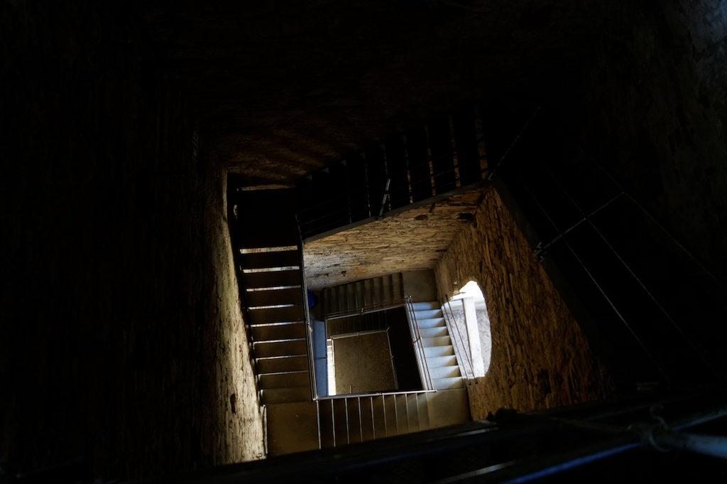 Na górę wieży prowadzą kręte schody