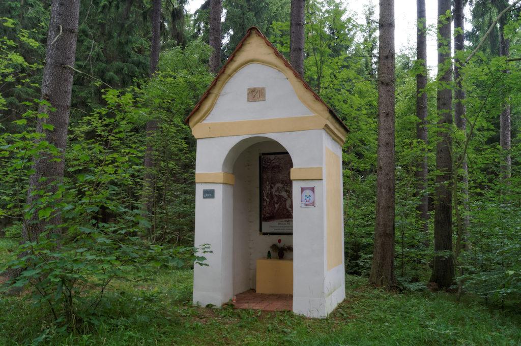Krzeszowska kalwaria łącznie składa się z 33 stacji