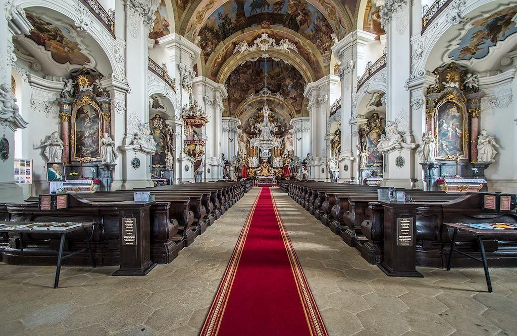 Barokowe, bogato zdobione wnętrze bazyliki – Foto: Adrian Sitko