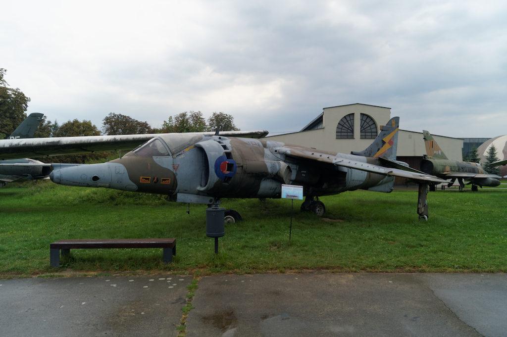 Brytyjski samolot szturmowy pionowego startu i lądowania Harrier