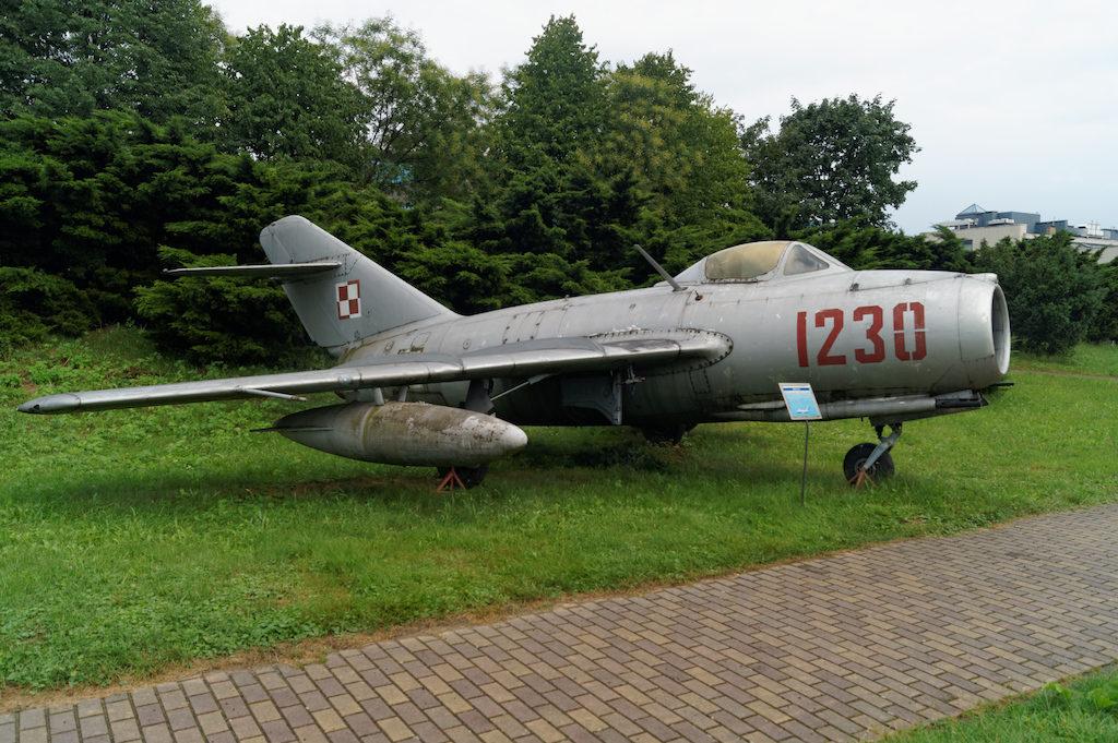 Samolot myśliwski Lim-2 (MiG-15 Bis) – Radziecki samolot produkowany w Polsce na licencji