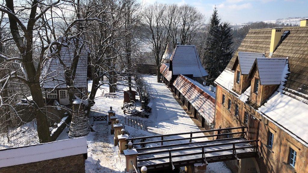 Pierwszy śnieg na Zamku Grodno