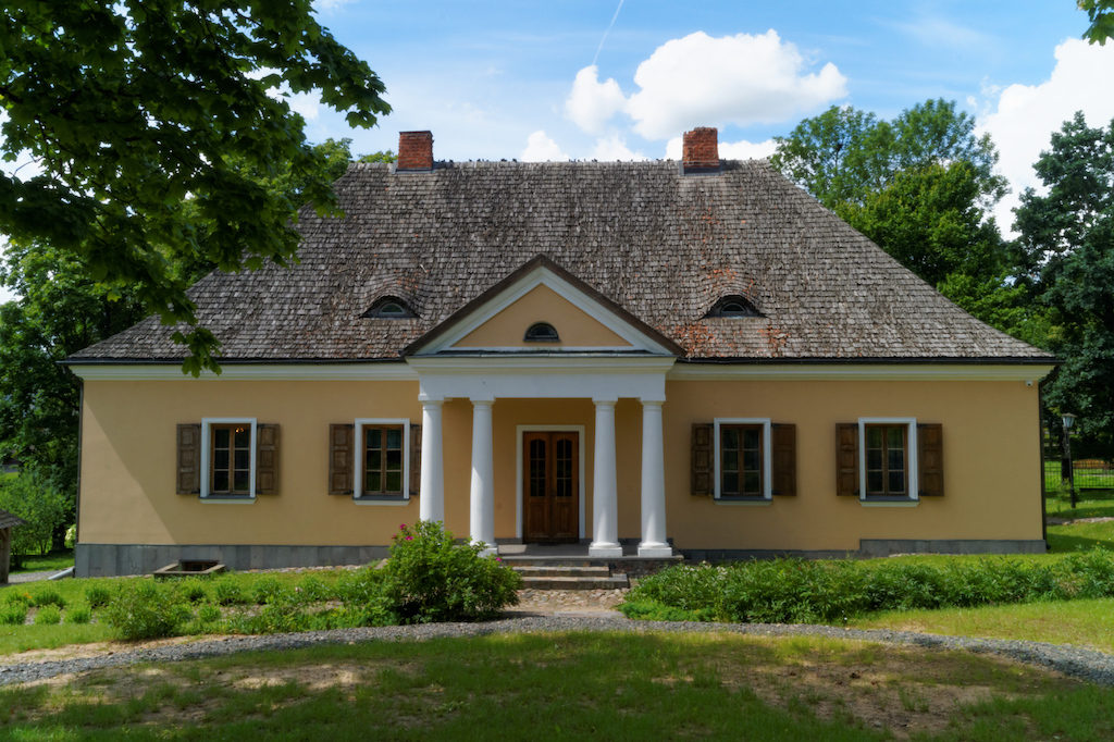 Zrekonstruowany dwór rodziny Mickiewiczów w Nowogródku (Białoruś)