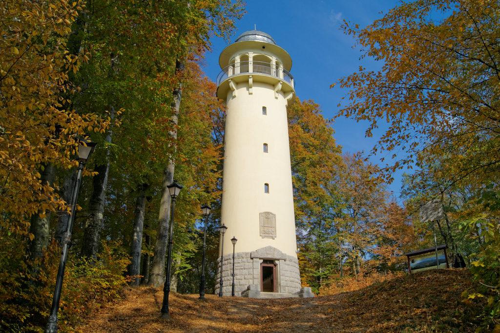 W miejscu, gdzie kiedyś stał zamek, dziś znajduje się wieża widokowa