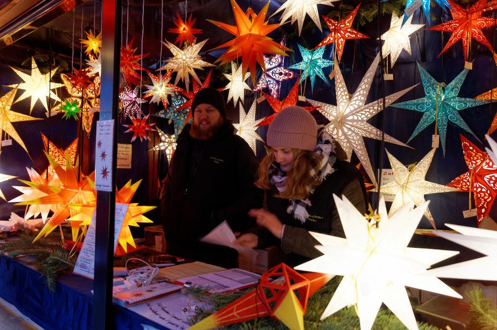 Weihnachtssterne – Świąteczne gwiazdy to popularna ozdoba niemieckich domów w czasie świąt