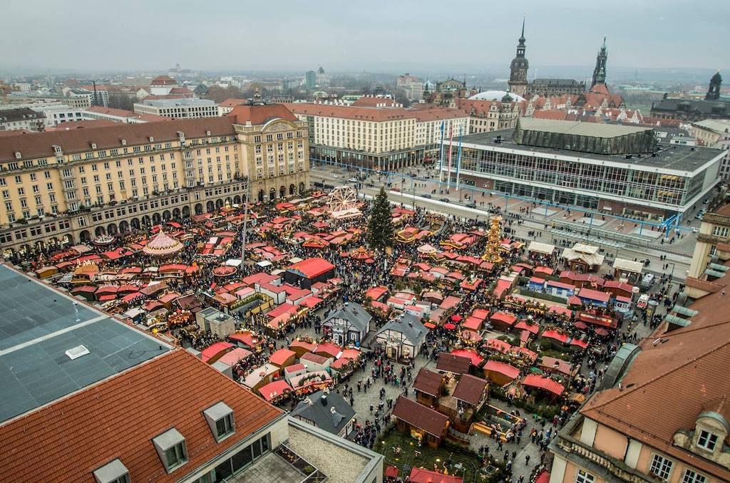Drezdeński jarmark organizowany jest w kilku miejscach na starym mieście, główna część zlokalizowana jest na Altmarkt – Foto: Adrian Sitko