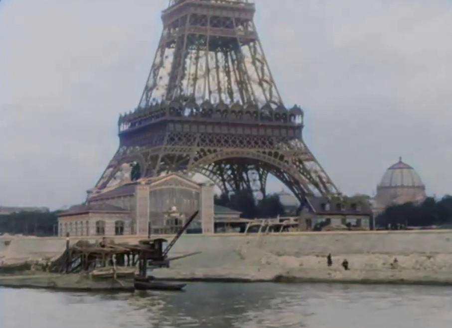 Wieża Eiffla widziana z Sekwany w 1897 roku