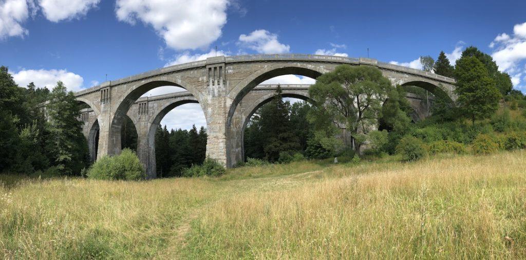 Mosty w Stańczykach ze względu na swój kształt popularnie zwane są Akweduktami Puszczy Rominckiej