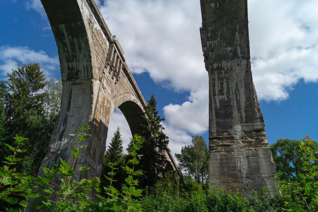 Konstrukcja mostów w Stańczykach wykonana jest z żelbetu