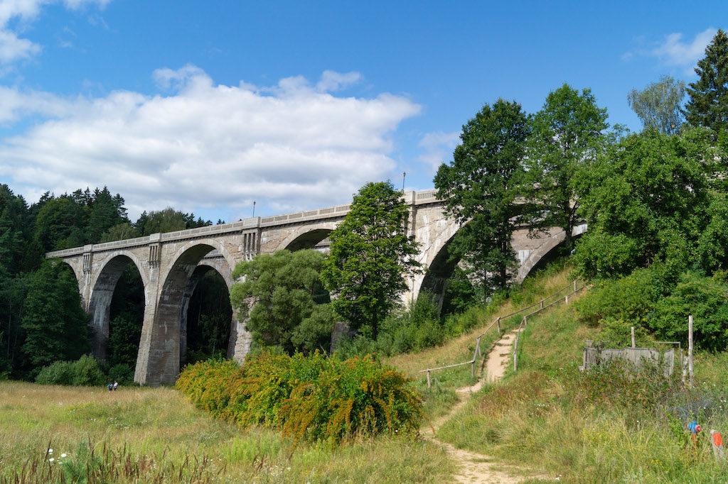Tak dziś prezentują się dwa nieczynne mosty kolejowe