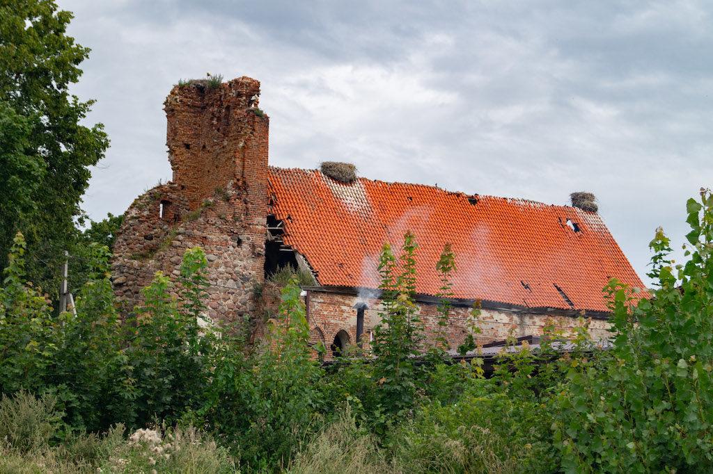 Zniszczony i opuszczony kościół