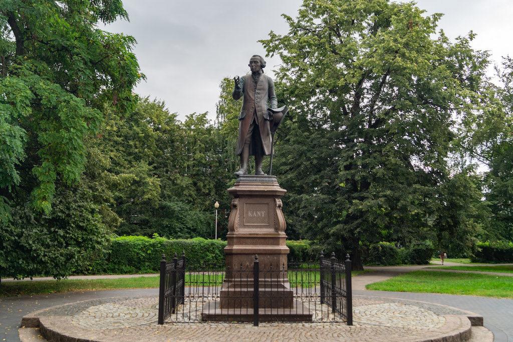Pomnik Immanuela Kanta w centrum Kaliningradu