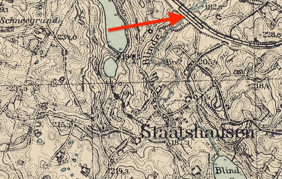 Stańczyki (niem. Staatshausen) i zaznaczone mosty, wyraźnie widać, że linia przebiega tylko przez jeden z nich
