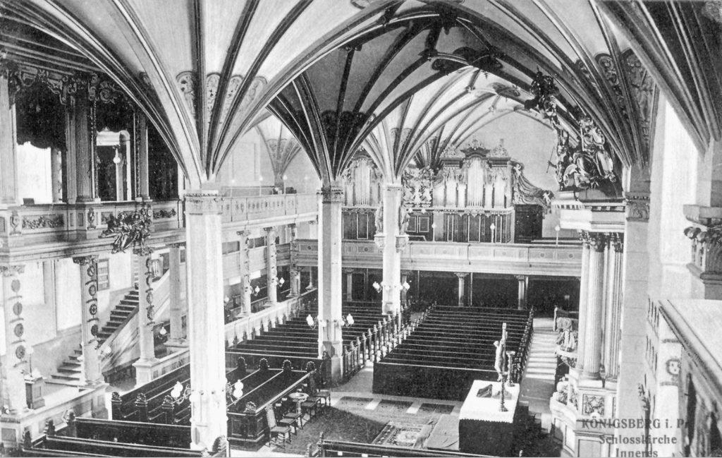 Wnętrze zamkowego kościoła