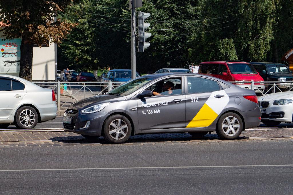 Po Kaliningradzie wygodnie i tanio można poruszać się za pomocą Yandex.Taxi (rosyjska wersja Ubera)