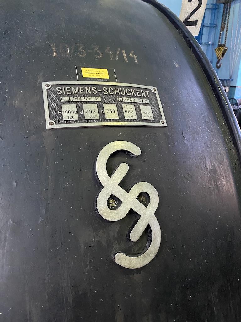 Generatory wraz z oprzyrządowaniem wykonała firma Siemens-Schuckert
