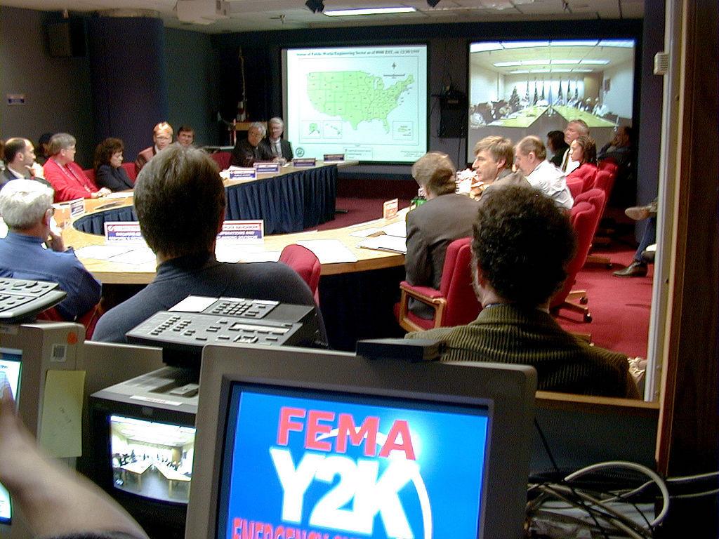 Pod koniec 1999 roku świat wstrzymał oddech, w wielu miejscach powołano sztaby kryzysowe – Na zdjęciu sztab FEMA (Federalna Agencja Zarządzania Kryzysowego) – Foto: Liz Roll Źródło: FEMA