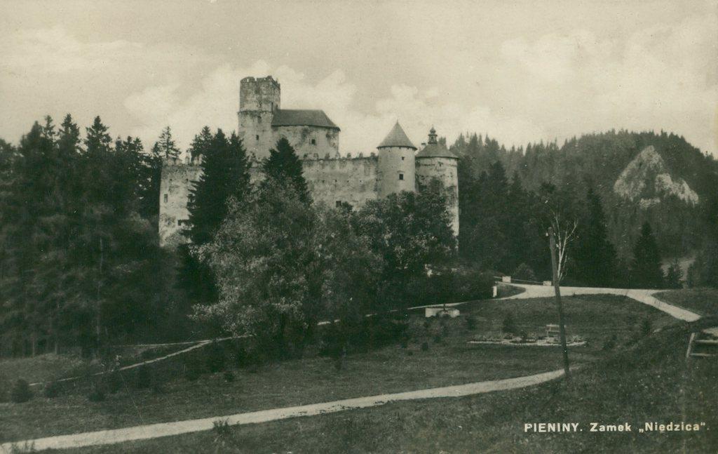 Zamek w Niedzicy na pocztówce z 1927 roku – Źródło: polona.pl