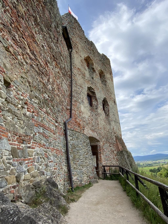 Wejście do zamku średniego i górnego